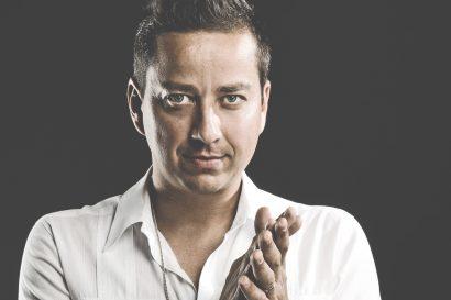 PŘÍBĚHY LEGENDÁRNÍCH  PÍSNÍ /M4/ Petr Bende zpívá Petra Nováka