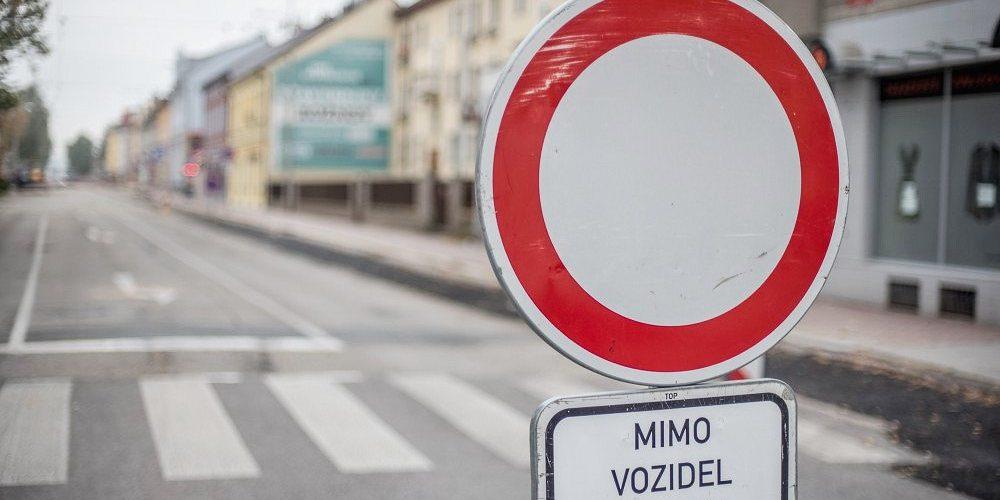 Po zimní přestávce začalo pokračování oprav Hlavní ulice na Novém Hradci Králové