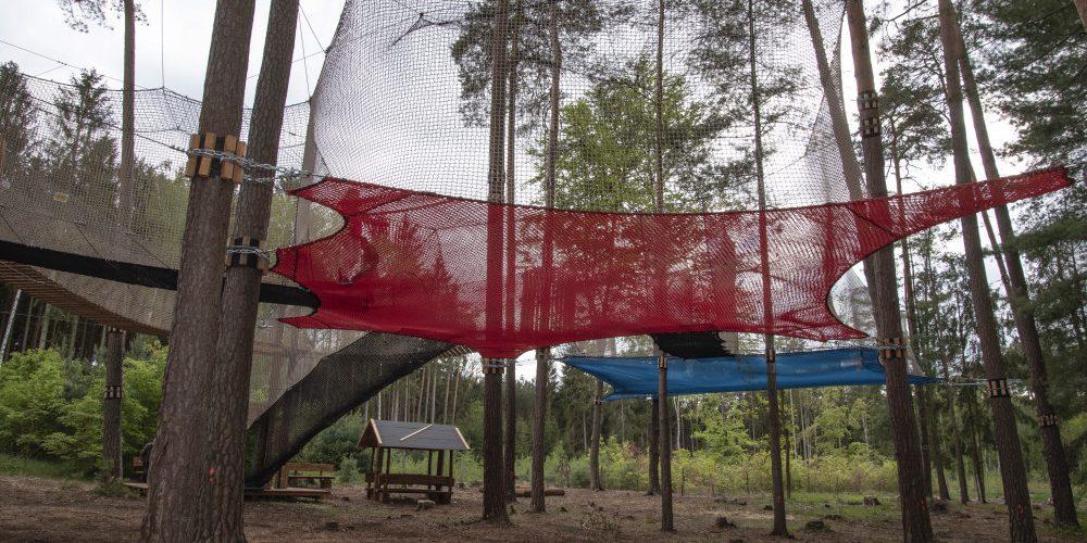 V Hradci Králové finišuje stavba sportovně-rekreační parku v korunách stromů
