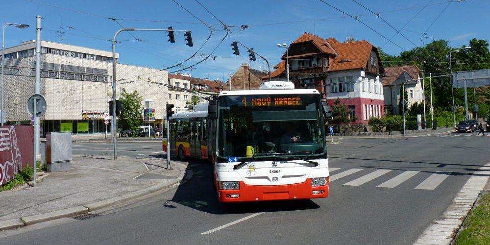 V Hradci se buduje nová trolejbusová trať.