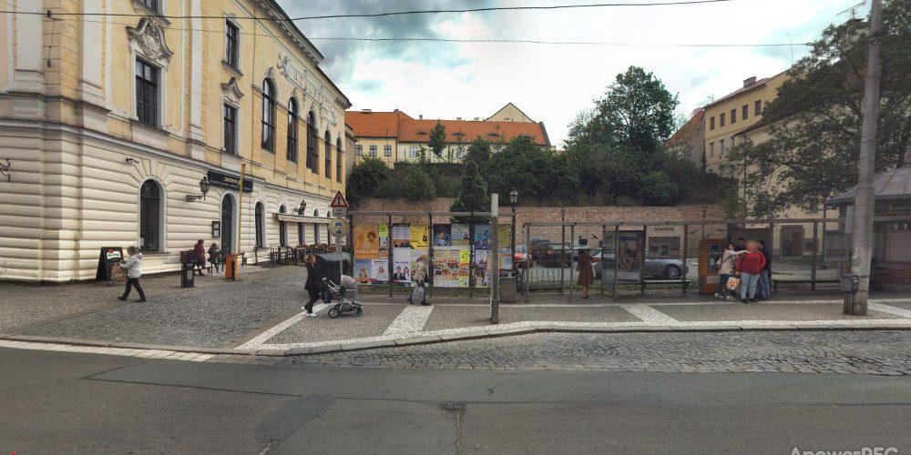 Oprava autobusové zastávky v ulici ČSA komplikuje dopravu