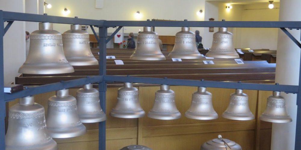 Unikátní zvonohra v Hradci Králové čeká na srdce